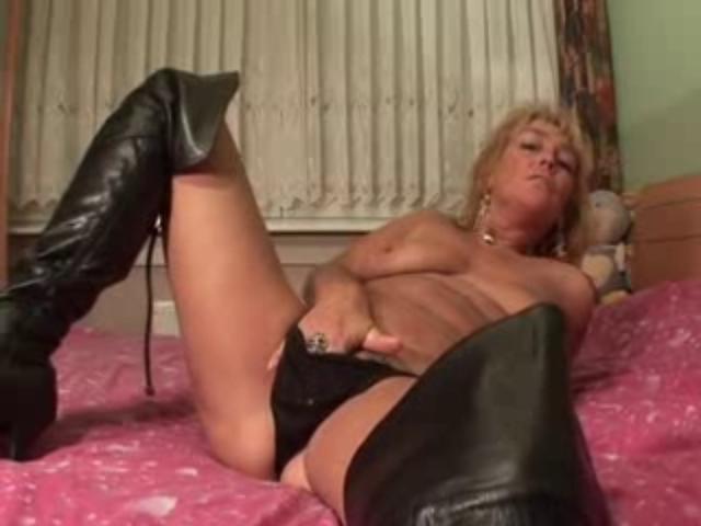 Смотреть порно ролики зрелые мастурбируют 69810 фотография