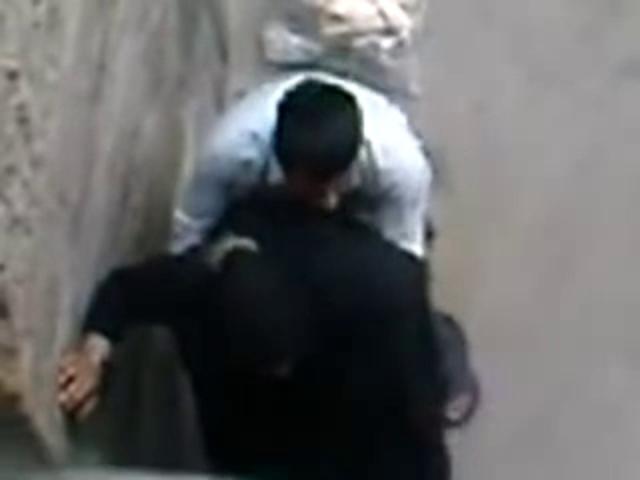5На скрытую камеру арабская парочка хочет потрахаться на кровати